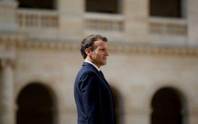 Emmanuel Macron rend visite aux grands invalides de guerre