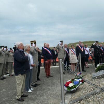 La cérémonie  au monument